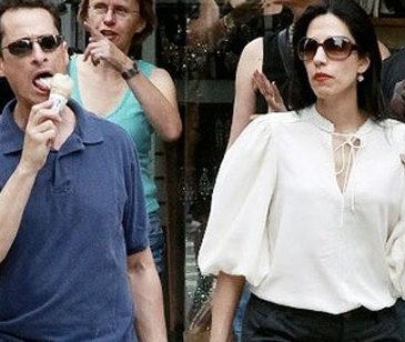 Anthony Weiner pregnant wife Huma Abedin