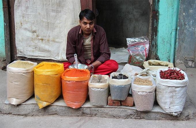 man-seller-india-delhi-market