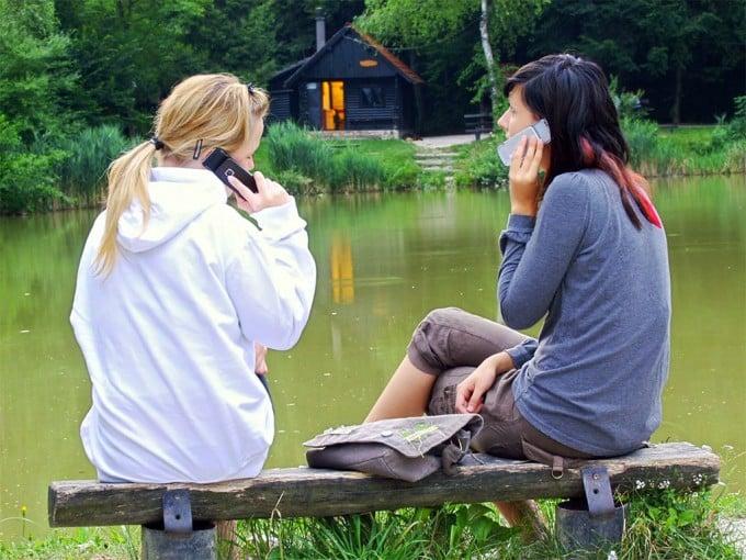 mobile-girl-phone-woman