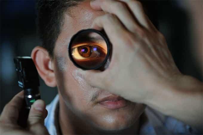 optometrist-doctor-patient-eye-exam-examination